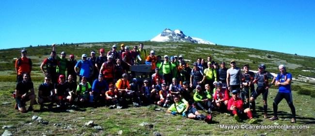 Entrenamiento Ultra trail: Grupo GTP2013 en Puerto Los Neveros. Al fondo, Risco de Claveles nevado.