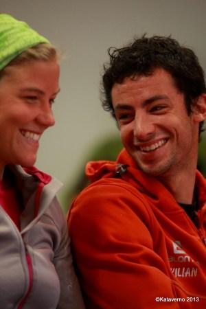 Emelie Forsberg y Kilian Jornet comparten una sonrisa en la previa de Zegama 2013