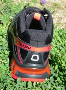 Zapatillas Salomon XTWings 3: Chasis en trapecio suela-tobillo para mayor estabilidad.