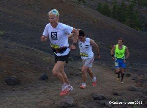 Cameron Clayton liderando en Transvulcania 2013 con Kilian Jornet
