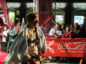 Giuseppe Grance 9º en Tor des Geants, cruza meta con bastones Grivel tor