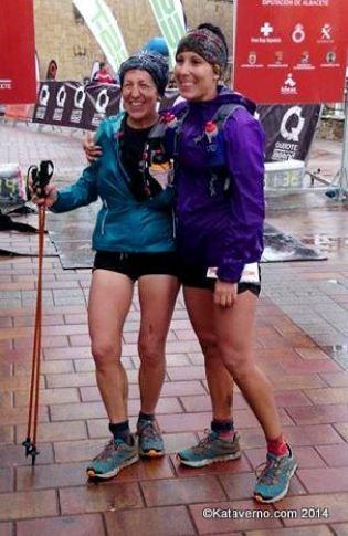 Xari Adrián y Yolanda Valiente entran emocionadas en  meta tras la tormenta. Foto: MemphisMadrid.