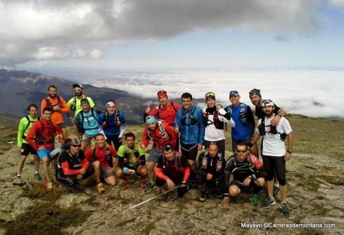 Entrenamiento trail: El grupo de cabeza en la cima de Peñalara.