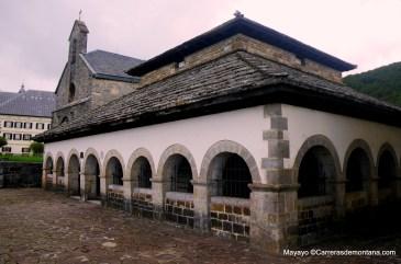Roncesvalles Zubiri: Silo de Carlomagno y Ermita de Santiago.