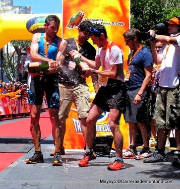 Kilian Jornet y Luis Alberto Hernando en meta Transvulcania 2014.  Foto: Mayayo.