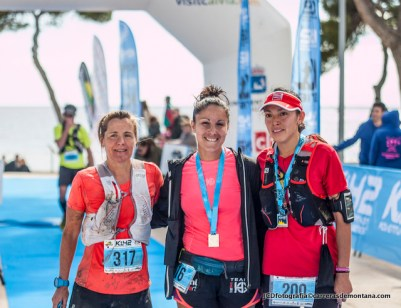 Podio femenino: Xari Adrián, Nerea Martínez y Carolina Moreno