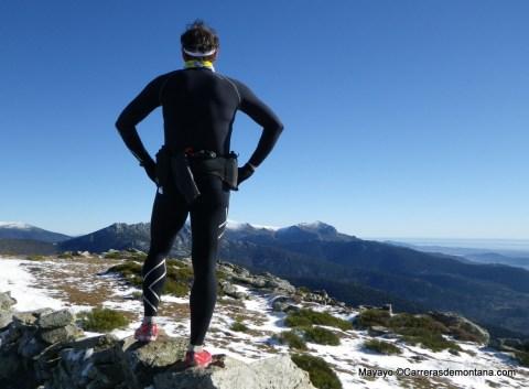 Entrenamiento carreras de montaña con mallas compresión.