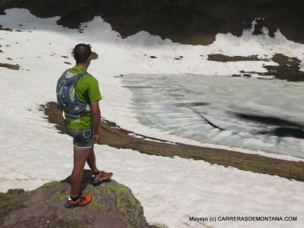 Training Camp Canfranc-Canfranc. Julián en el Ibón de las truchas, cerca de Astún.