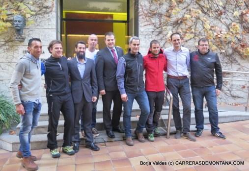 Alpinultras: Equipo 2016 en Barcelona, con las cinco carreras y equipo médico