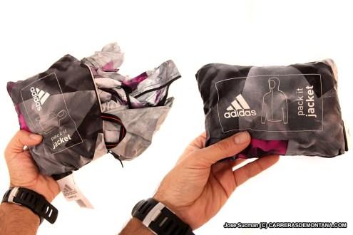Cortavientos running Adidas Terrex Agravic. Detalle plegado.