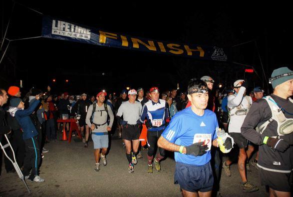 Salida Leadville 100 Miles. Frontales para correr a 3.000 metros de altitud en las Rocosas.