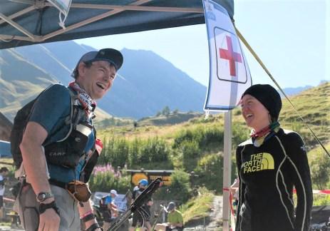 Lizzy Hawker en UTMB 2013 como una voluntaria más. Foto: Richard Bull.