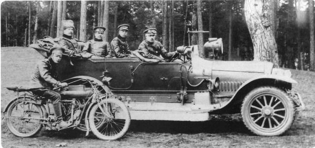 Руссо-Балт-С24/30.  Слушатели офицерского класса Военной автомобильной школы. Петроград. Снимок 1915 года.