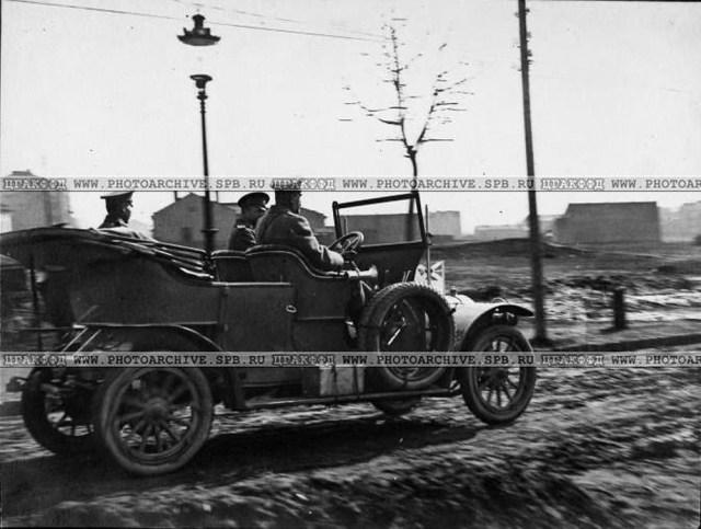 1915.  Великий-князь Александр Михайлович в автомобиле  Delaunay-Belleville-25 в расположение 3-ей авиационной роты .