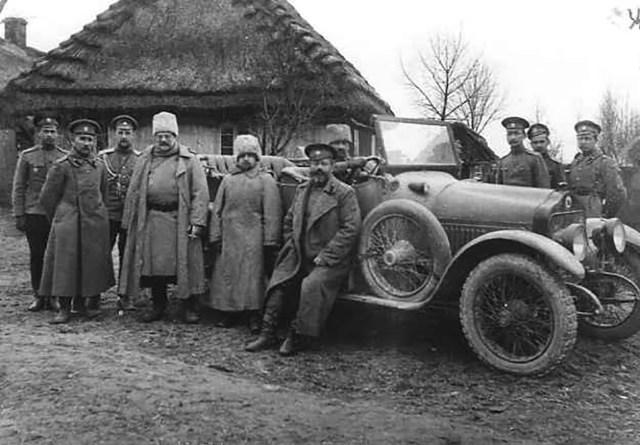 1915. Автомобиль  Minerva. Инспектор артиллерии 1-го гвардейского корпуса генерал-лейтенант герцог М.Г.Мекленбург-Стрелицкий.