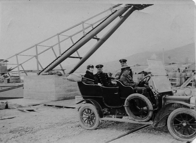 1912. В автомобиле  Panhard & Levassor инженер-путеец Пономарев Георгий Николаевич . Поти.