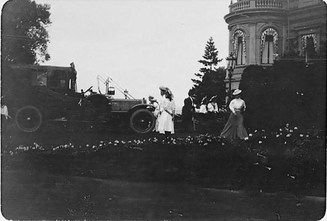 Это изображение имеет пустой атрибут alt; его имя файла - 1908-Делоне-БельвильПетергоф-СПб-July-August.jpg