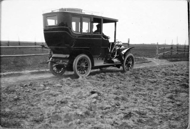 1909. Автомобиль Бразье   Великого князя Александра Михайловича  около Гатчинского дворца под Санкт-Петербургом.