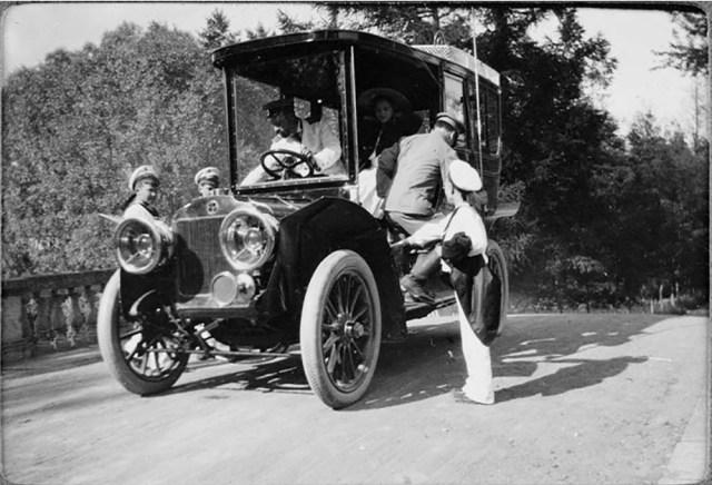 1909 .Автомобиль Бразье  Великого князя Александра Михайловича. Гатчинский дворец  около Санкт-Петербурга.
