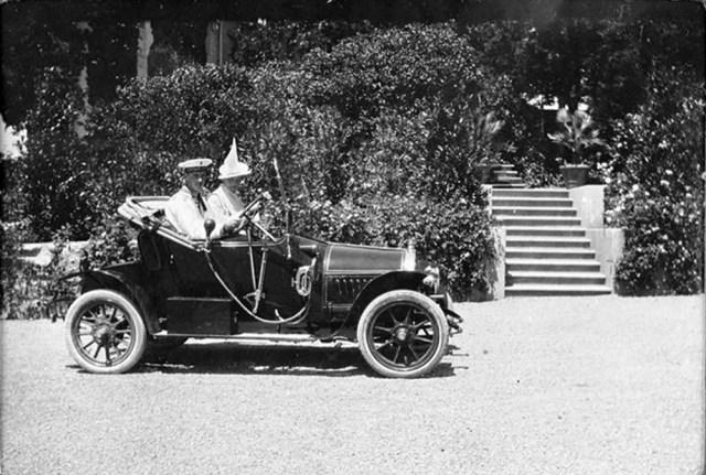 1913-1914. Андрей Александрович  и Ирина Александровна в автомобиле   Опелью. Ай -Тодор. Крым.