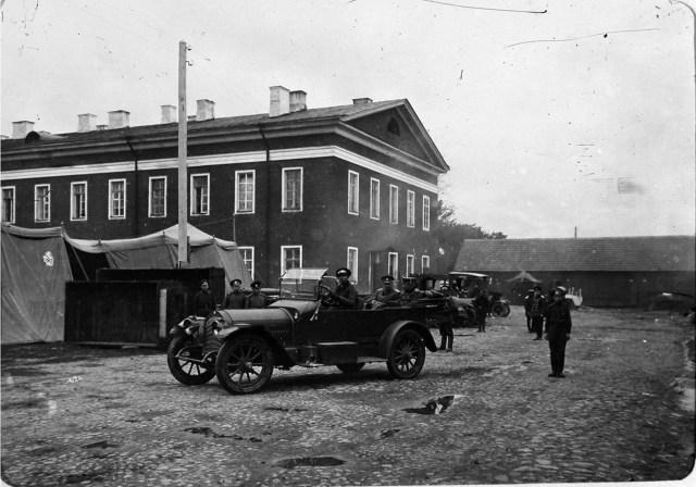 1915. Авиационная рота и V дивизион при XII армии. Барон Буксгевден и сопровождающий его офицер во время приезда в авиаотряд.