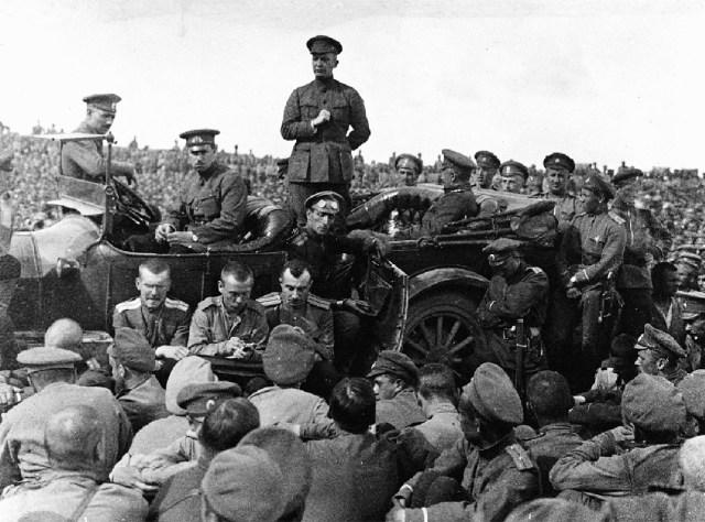 1917. А.Ф. Керенский выступает в войсках.