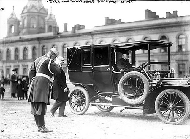 1913. Автомобиль Адлер на Благовещенской улице в день праздника Петербургской полиции. Санкт-Петербург.