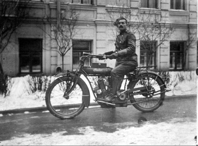 1915. Мотоцикл Indian в Русской императорской армии. Москва.