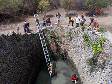 Cleaning of the Ningo Well in Tibeau.