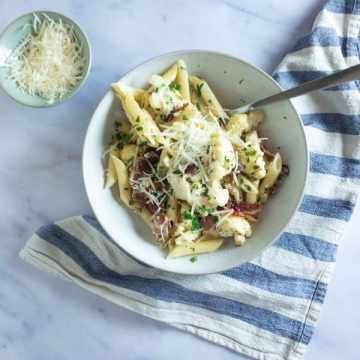 This pasta is the queen of comfort food. A creamy, cheesy sauce with a crispy, salty bacon bite and the most delicious roasted cauliflower. The best part is it's SO EASY!