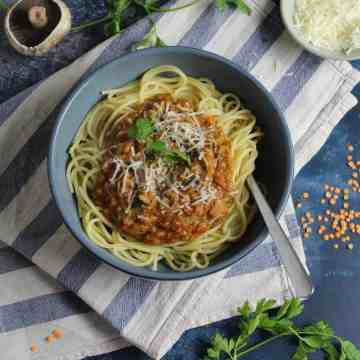 Super healthy and meat free Lentil and Mushroom Bolognese - full of flavour and can be made vegan too!