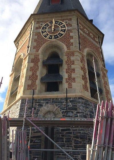 Eglise de Assenede restaurée en Pierre de Tournai