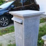 Boîte aux lettres en pierre bleue de Belgique avec gravure numéro
