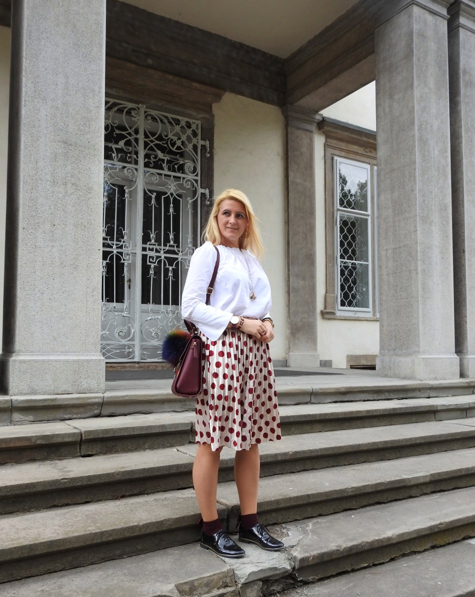 carrieslifestyle-Tamara-Prutsch-Shein-Polka-Dots-Skirt-White-Off-Shoulder-Blouse-Fashionsocks-Buffalo-Bag-Engelsrufer