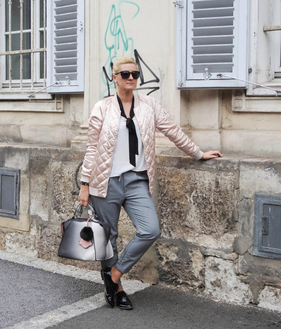 Pink-Bomberjacket-Bomber-Jacke-Grey-Pants-Slippers-black-carrieslifestyle-Tamara-Prutsch