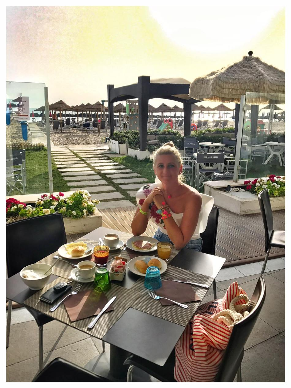 Montesilvano-Beach-Sea-Lion-HOtel-carrieslifestyle-Tamara-Prutsch