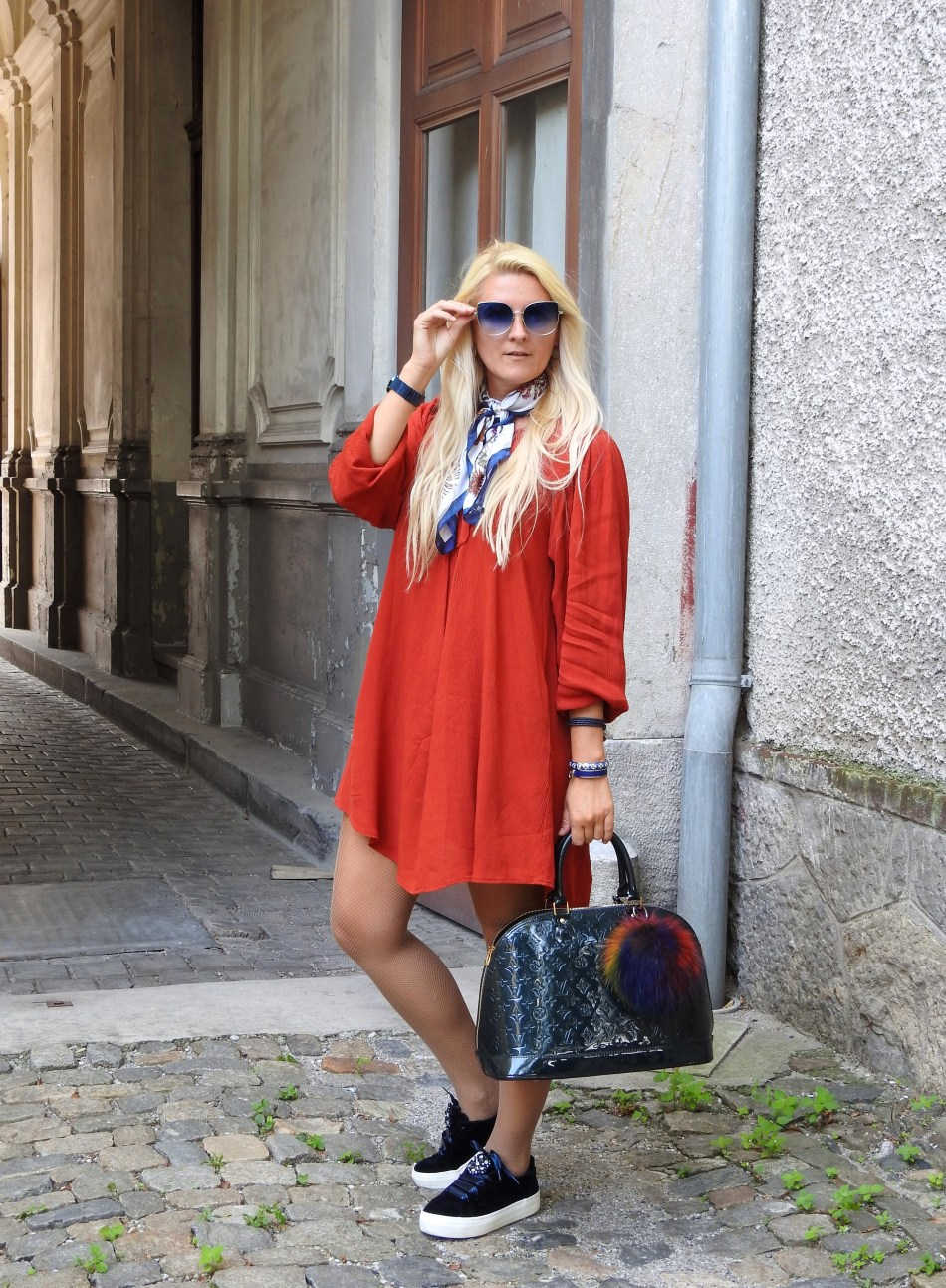 Velvet-Samt-Dress-Kleid-Herbstlook-Falllook-Louis-Vuitton-Bag-Sneakers-carrieslifestyle-Tamara-Prutsch