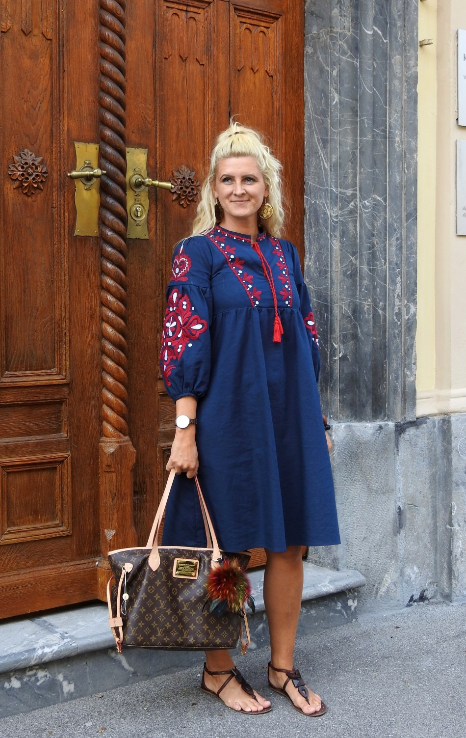 Embroidered-Dress-Louis-Vuitton-Bag-Sandals-carrieslifestyle-Tamara-Prutsch-Zaful