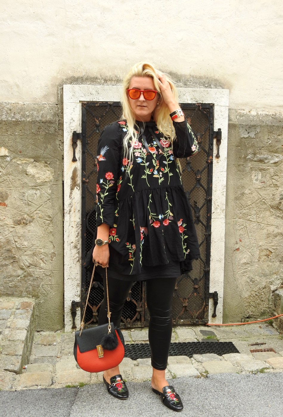 Allinblack-carrieslifestyle-Mules-Gucci-Leatherpants-Dress-Chloe-Drew-Bag-Embroidered-Tamara-Prutsch