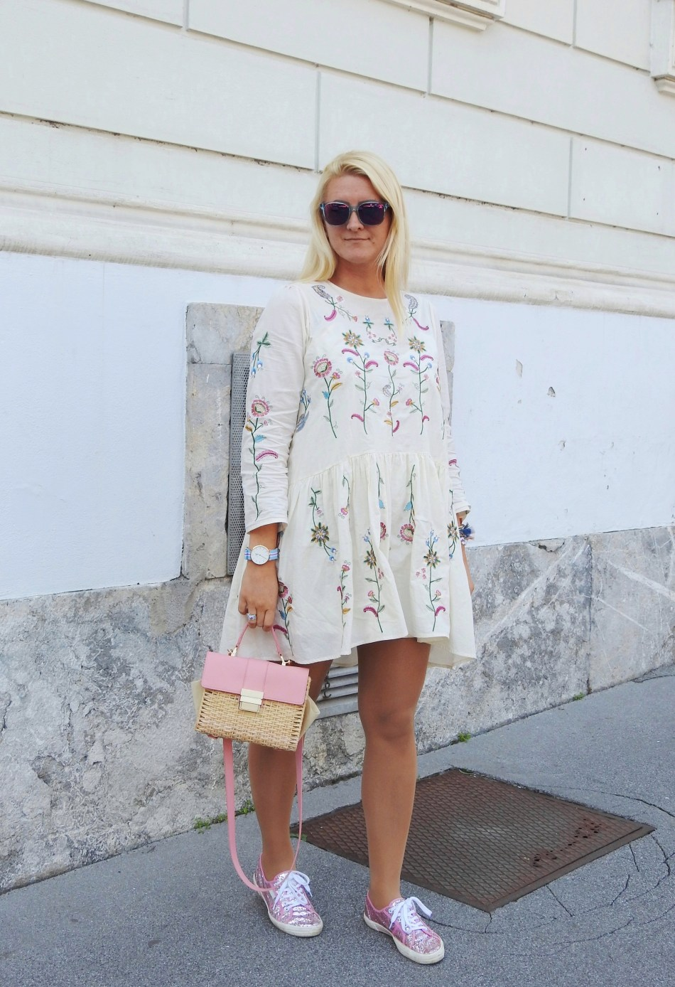 Embroidered-Dress-white-Floral-Print-Superga-Glitter-Sneakers-carrieslifestyle-Tamara-Prutsch