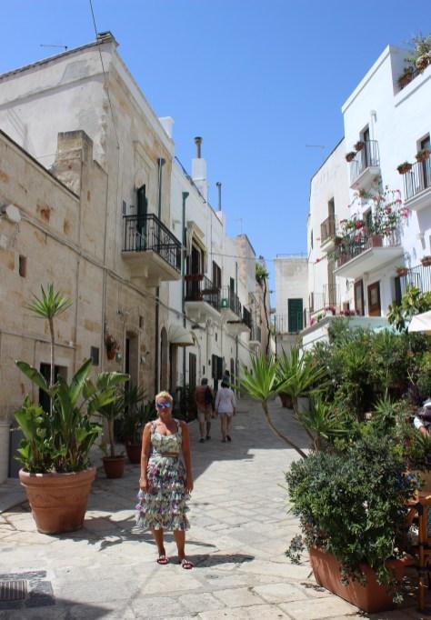 Polignano-a-Mare-Italy-Puglia-Beach-Cliffs-Roadtrip-Travelblog-Reiseblog-Tamara-Prutsch-carrieslifestyle