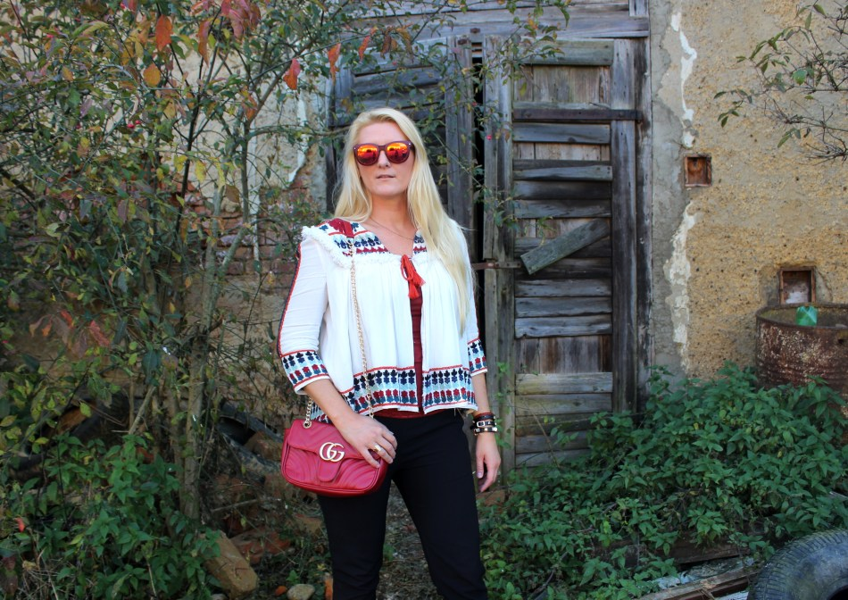 Zara-H&M-Shops-Gucci-Bag-Studs-Embroidered-Blouse-black-Pants-carrieslifestyle-Tamara-Prutsch