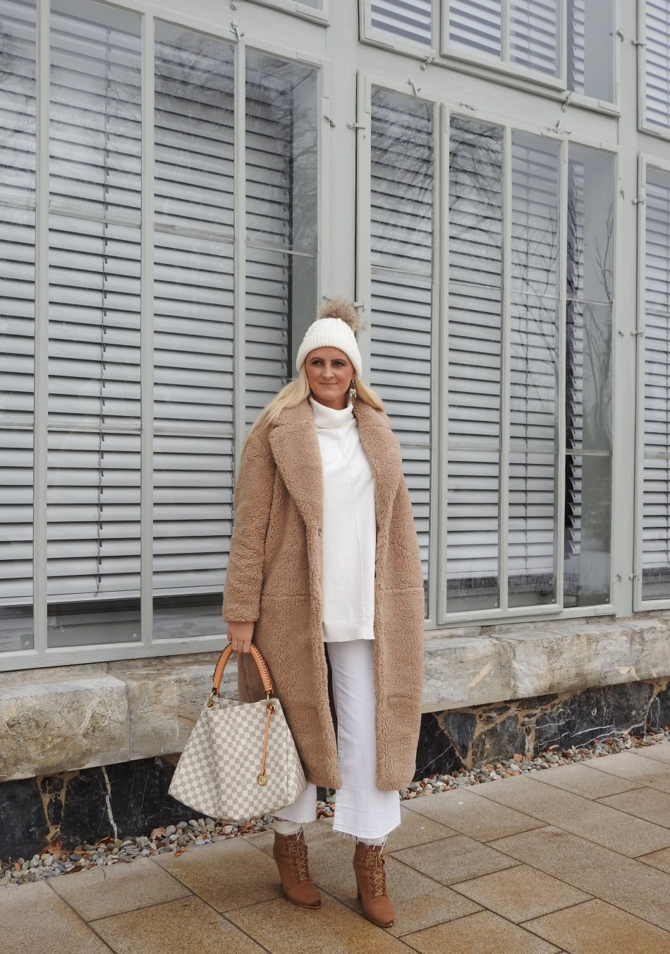 Snowqueen-Schneekönigin-Allinwhite-Teddycoat-Teddy-White-Culottes-carrieslifestyle-Tamara-Prutsch-Winterlook