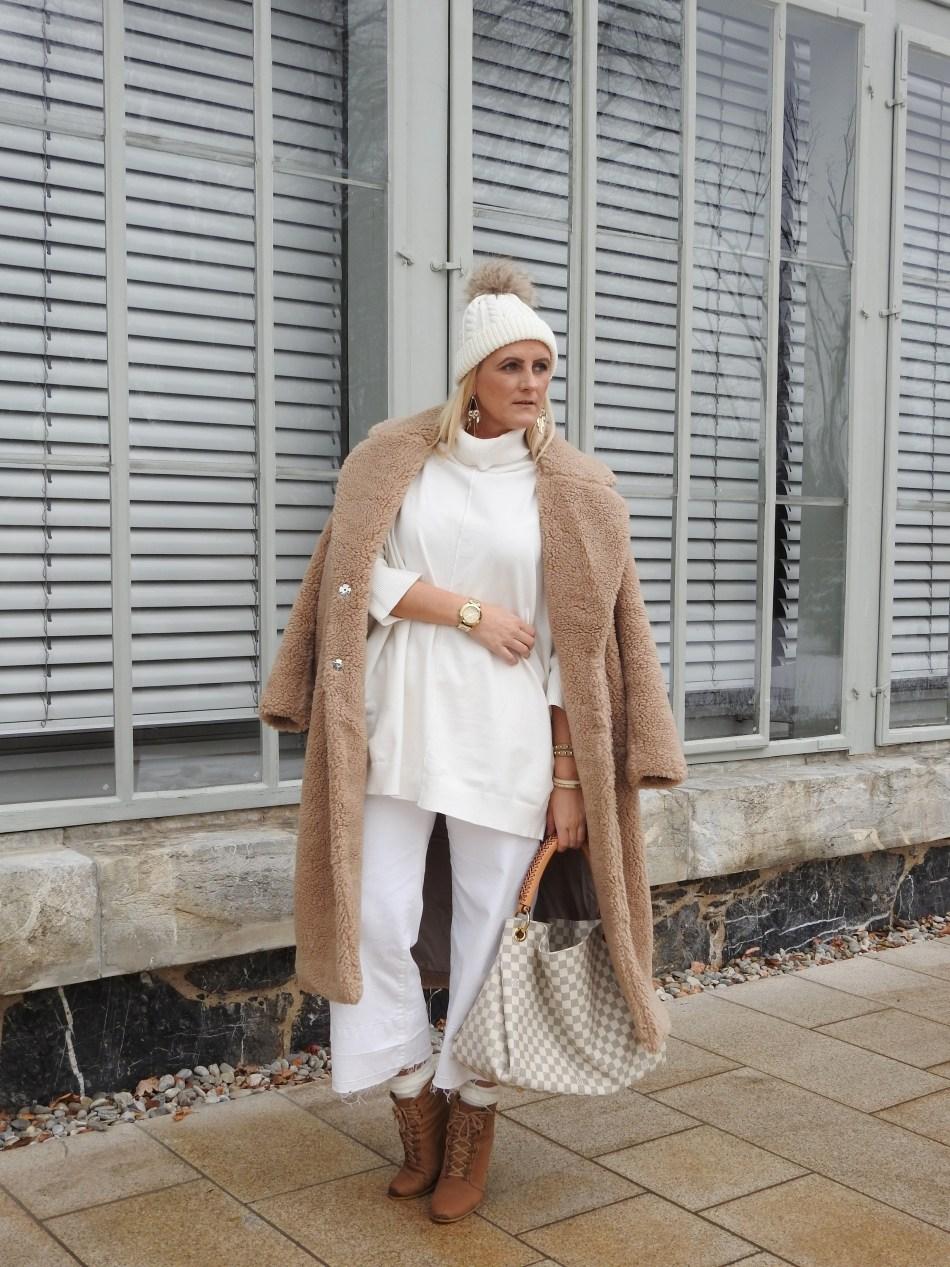 Snowqueen-Schneekönigin-Allinwhite-Teddycoat-Teddy-White-Culottes-carrieslifestyle-Tamara-Prutsch-Winterlook