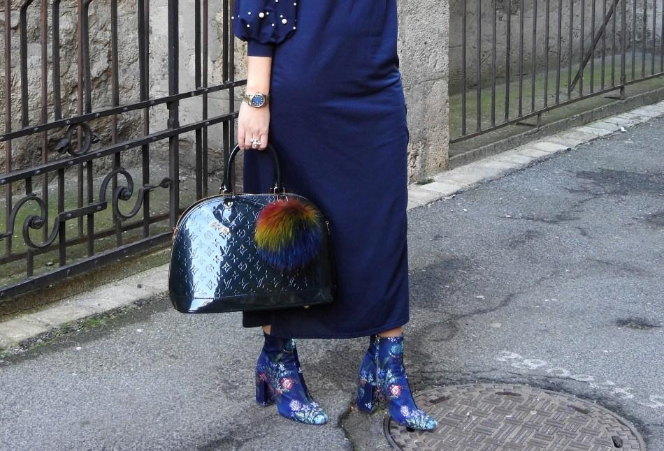 Christmaslook-Festivelook-Maxidress-Pearls-Floralprint-Boots-Zara-Louis-Vuitton-Bag-carrieslifestyle-Tamara-Prutsch