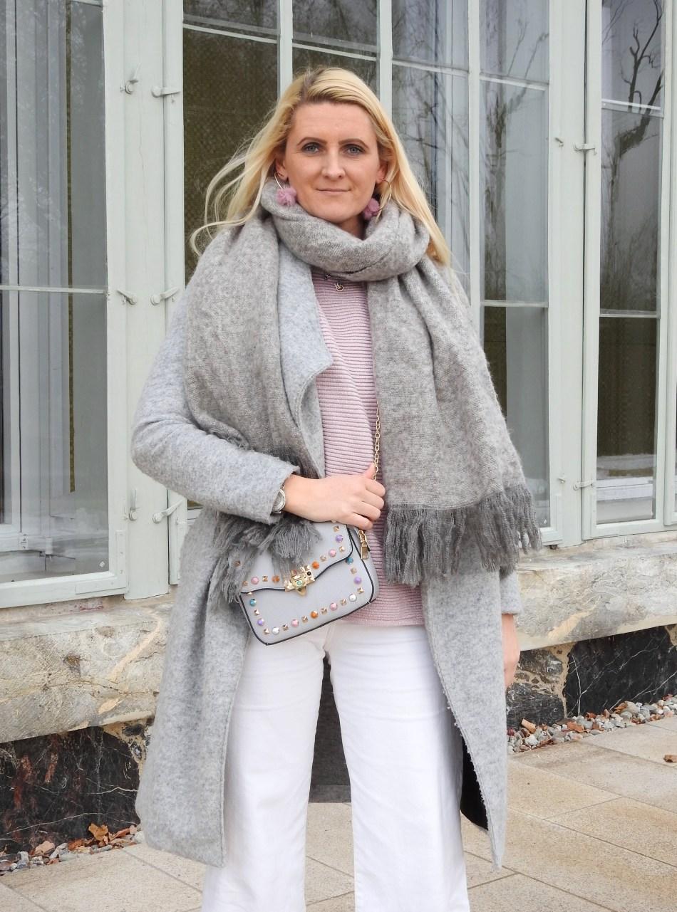 Pastellfarben-Culottes-Zara-Booties-Strass-Valentino-Tasche-Nieten-grauer-Mantel-rosa-Pulli-carrieslifestyle-Tamara-Prutsch-grey-Coat