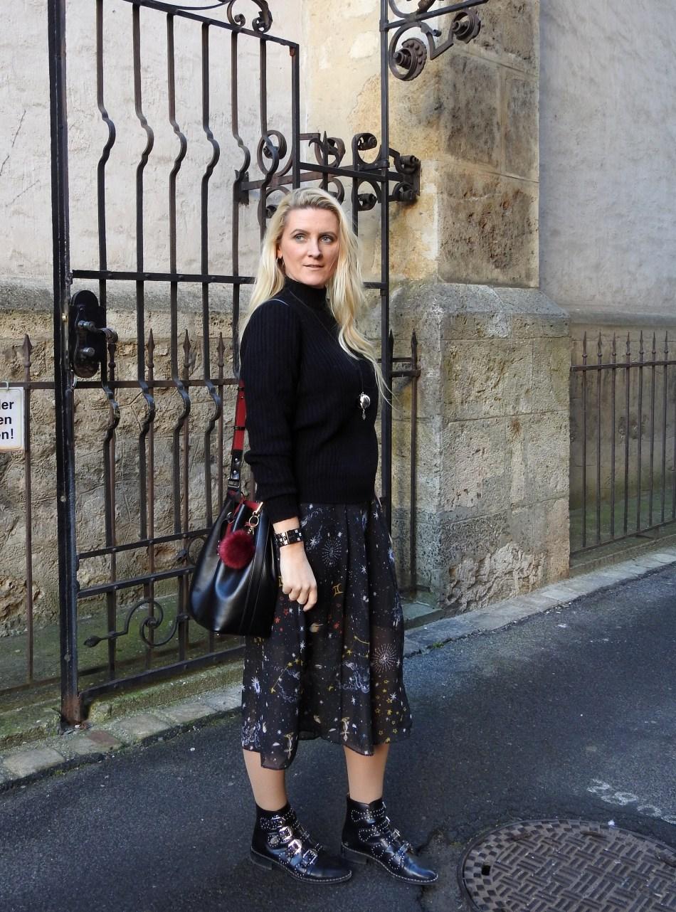 Studded-Givenchy-Boots-Jessica-Buurman-Black-Sweater-Galaxy-Print-Mesh-Dress-carrieslifestyle-Tamara-Prutsch