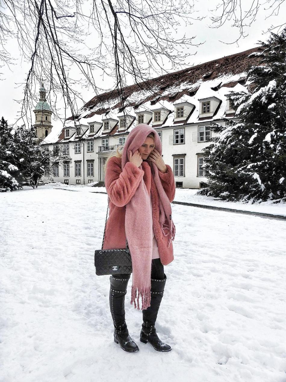Winter-Wonderland-Graz-Burggarten-snow-Schnee-Fake-Faux-Fur-Coat-Pink-Studs-Studded-Boots-Tory-Burch-carrieslifestyle-Tamara-Prutsch