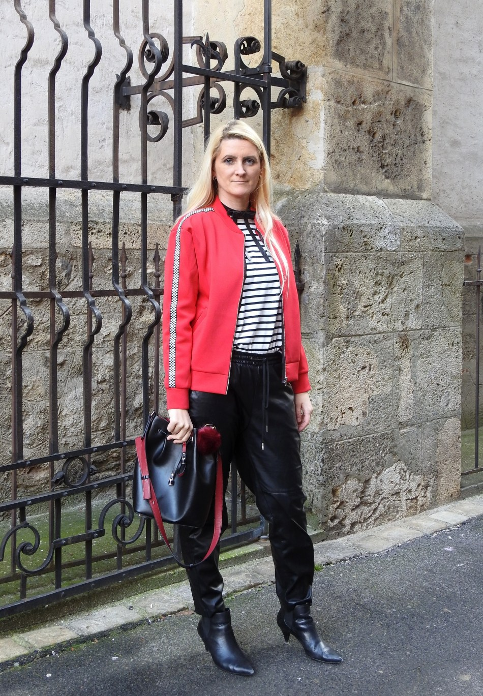Bomberjacke-Bomberjacket-Leatherpants-Boots-Stripes-Striped-Shirt-Choker-carrieslifestyle-Tamara-Prutsch