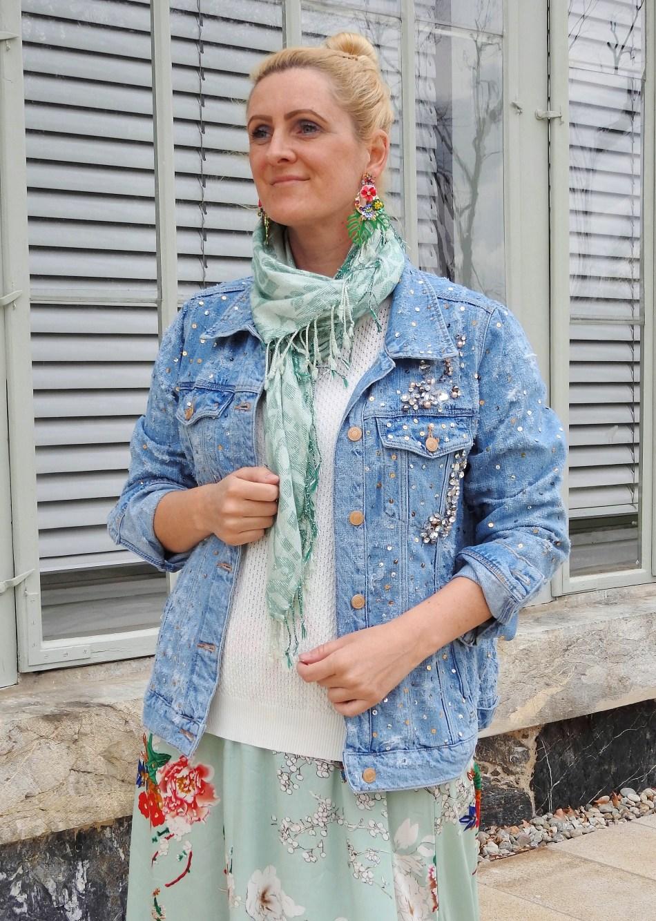 Blumenprint-Esprit-Kirschblüten-Carrera-Sunglasses-Floralprint-Converse-Springvibes-Springlook-Tamara-Prutsch